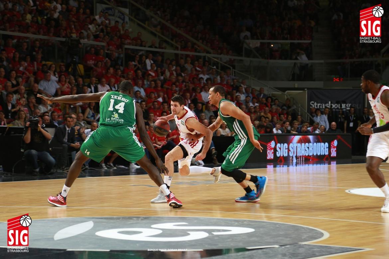 SIG-Limoges2-Playoffs-020614-18